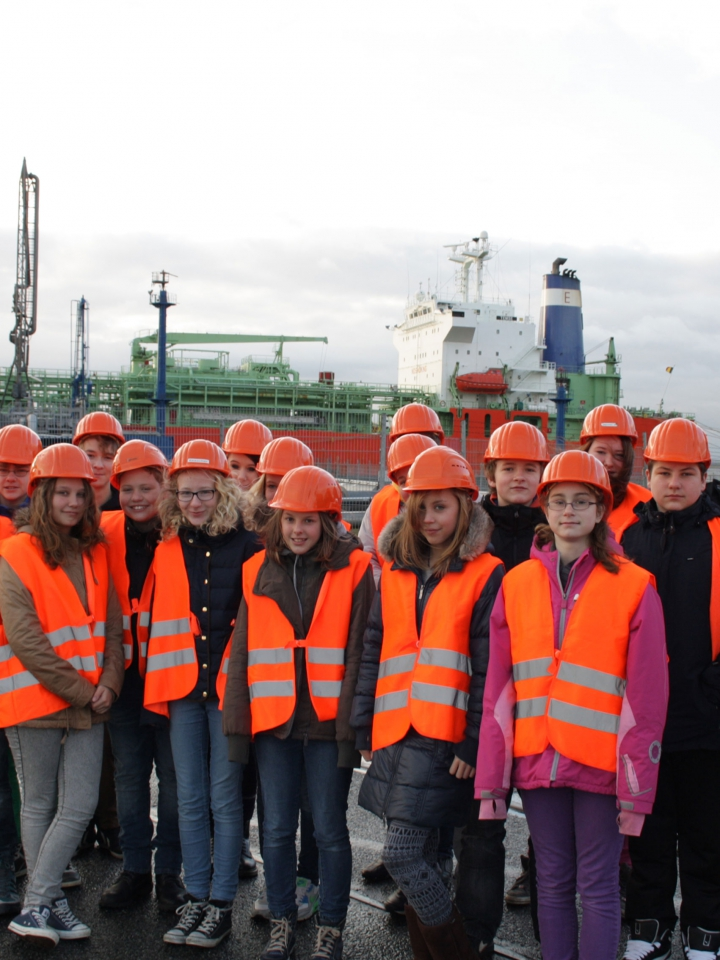 Brunsbüttel Ports gives pupil an understanding of daily port world and maritime professions.